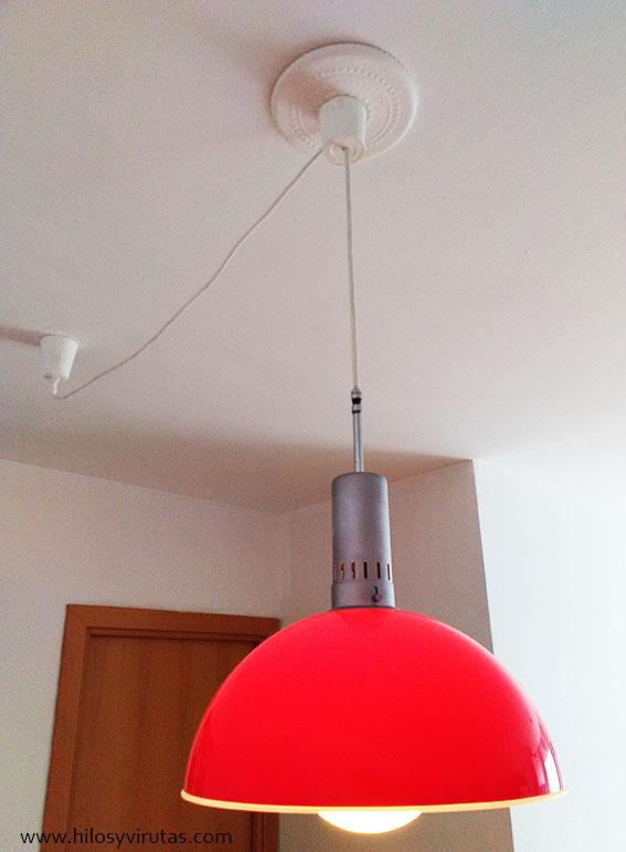 lampara roja techo moldura