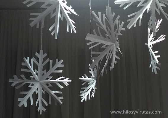 copos de nieve colgados papel