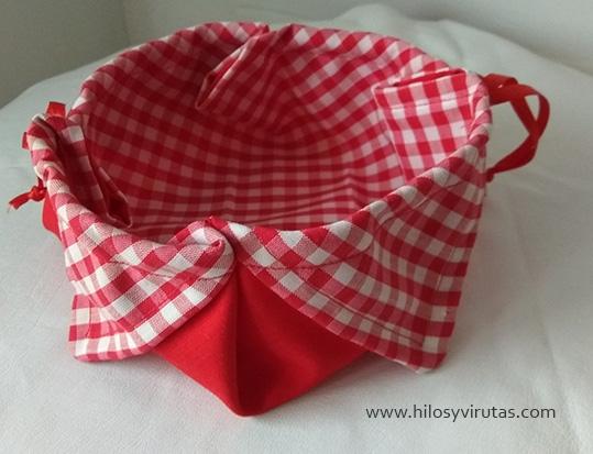 cesta con petalos