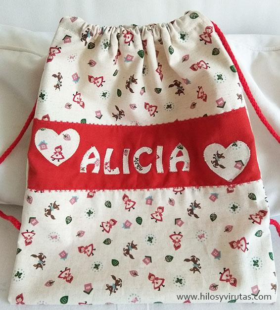 mochila alicia con tela caperucita roja