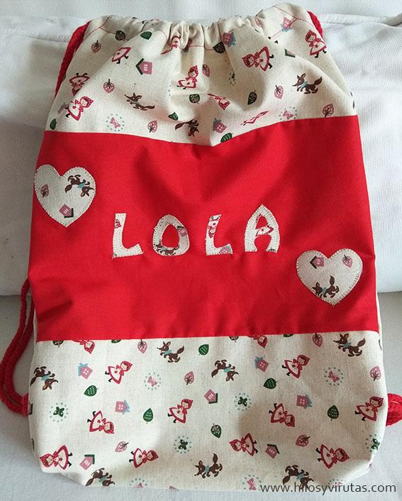 Mochila Lola con aplicaciones letras corazones kokka caperucita roka lobo feroz